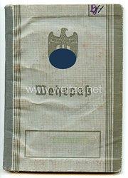 Wehrpaß für einen späteren Oberzahlmeister im Truppensonderdienst beim Stab der 6. Fallschirmjäger-Division in Italien