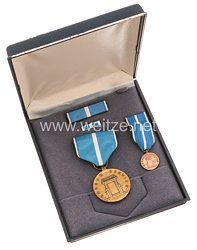 USA - Korean Service Medal in Case with Minaiture, Lapel Pin and Ribbon Bar
