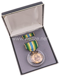 USA - Armed Forces Reserve Medal in Case with Lapel Pin and Ribbon Bar