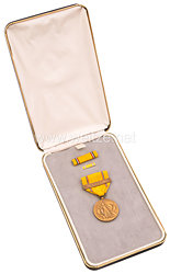 USA - Americain Defense Service Medal in Case with Lapel Pin and Ribbon Bar ( Base )