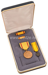 USA - US Navy China Service Medal in Case with Minature, Lapel Pin and Ribbon Bar