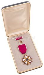 USA - Legion Of Merit Merit Medal in Case with Lapel Pin and Ribbon Bar