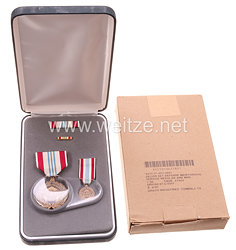 USA - Defence Meritorious Service Medal in Case with Miniature, Lapel Pin and Ribbon Bar