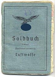 Luftwaffe - Soldbuch für einen Soldaten und späteren Obergefreiten in Lappland mit verliehenem Seekampfabzeichen der Luftwaffe