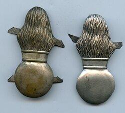 Preußen 2 flammende Granaten für die Grenadiermütze der Schloßgarde-Kompanie