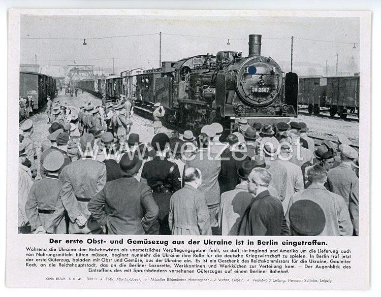 """III. Reich - gedrucktes Pressefoto """" Der erste Obst- und Gemüsezug aus der Ukraine ist in Berlin eingetroffen """" 5.10.1942"""