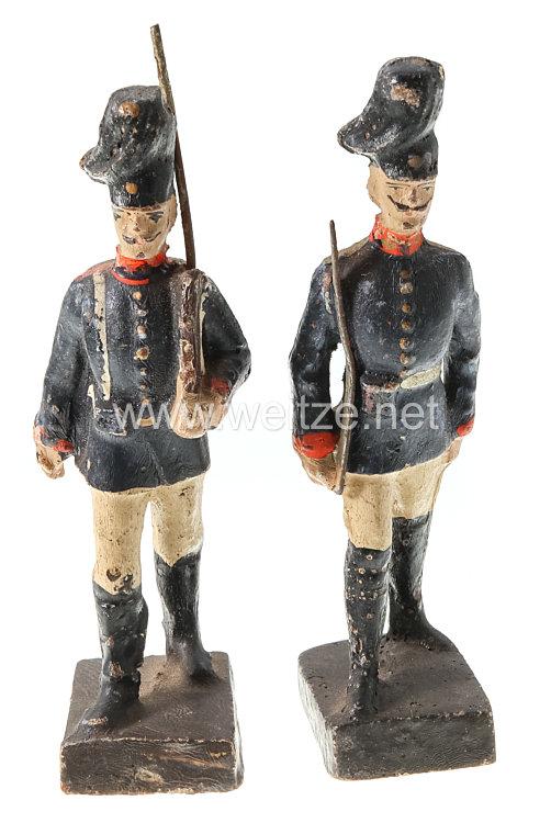 Lineol - 1. Weltkrieg Preussen 1 Offizier und 1 Soldat mit Tornister marschierend