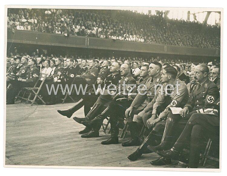 Foto SA-Obergruppenführer August Wilhelm von Preußen während einer Veranstaltung