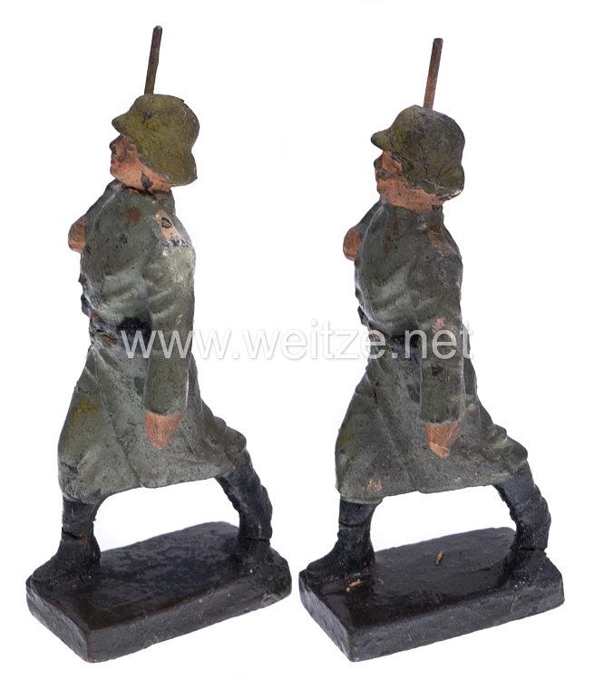 Lineol - Heer 2 Soldaten im Mantel marschierend