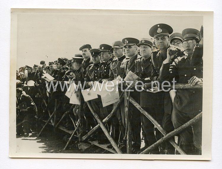 III. Reich Pressefoto. Ausländische Militärattache im Manövergelände von Santa Marinella. 9.5.1938.