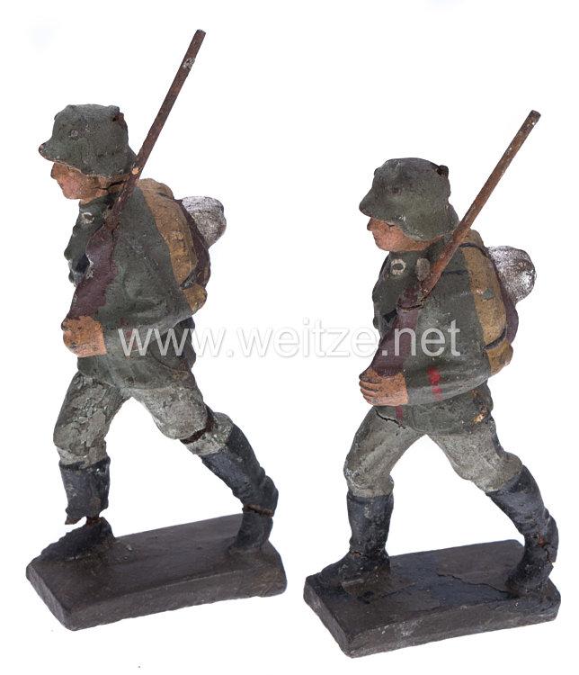 Lineol - Heer 2 Soldaten mit Tornister marschierend