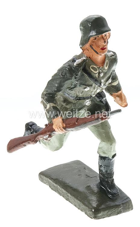 Lineol - Heer Sturmsoldat mit Karabiner und Revolver