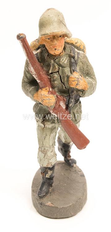Elastolin - Heer Soldat Gewehr vor der Brust tragend marschierend