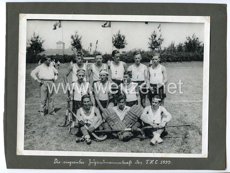 Hitlerjugend Pressefoto, die siegreiche Jugendmannschaft des T.H.C. 1988