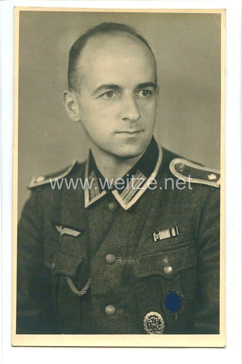 Wehrmacht Heer Portraitfoto, Feldwebel mit Feldspange (Dienstauszeichnung der NSDAP,Medaille zur Erinnerung an den 13. März 1938,Medaille zur Erinnerung an den 1. Oktober 1938)