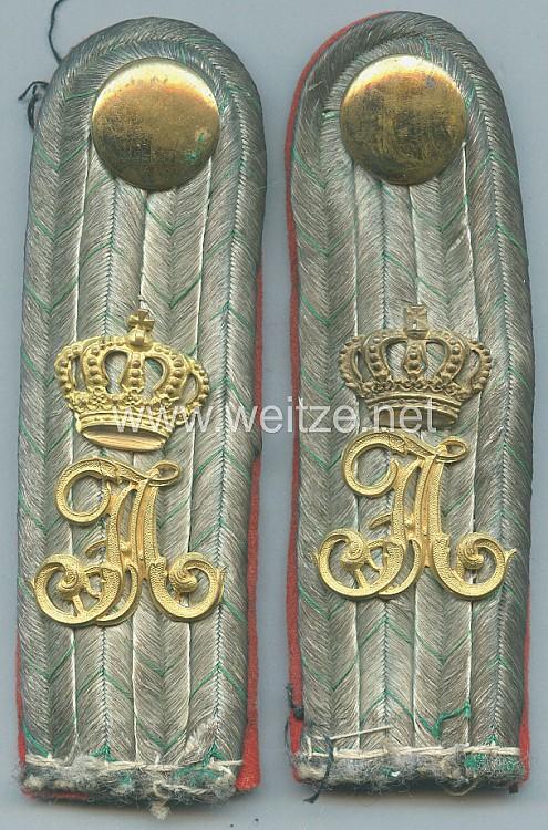 Sachsen Paar Schulterstücke für einen Leutnant im Infanterie-Regiment Kronprinz Nr. 104