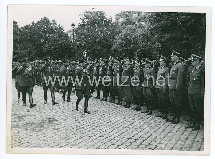 Foto bei der Königsparade in Sofia am Tag des Bulgarischen Heeres, mit den Bulgarischen König Boris III. und seinen Offizieren