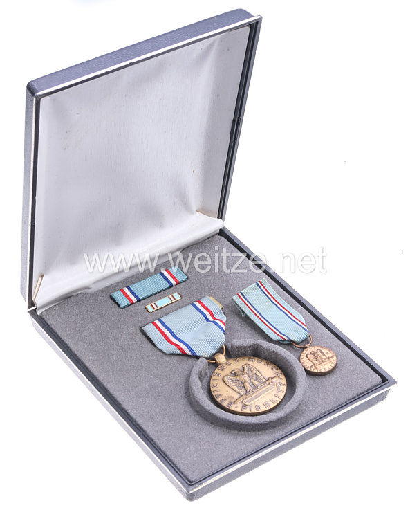 USA - Efficency Good Conduct Medal in Case with Miniature, Lapel Pin and Ribbon Bar