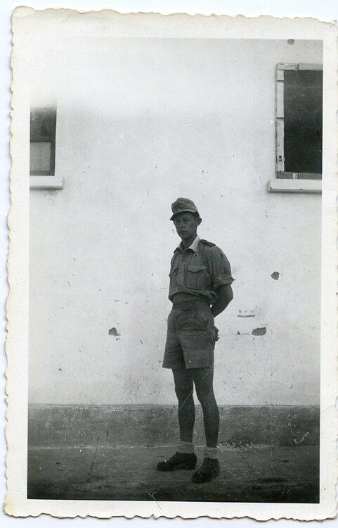 Foto, Angehöriger der Wehrmacht mit Tropenuniform