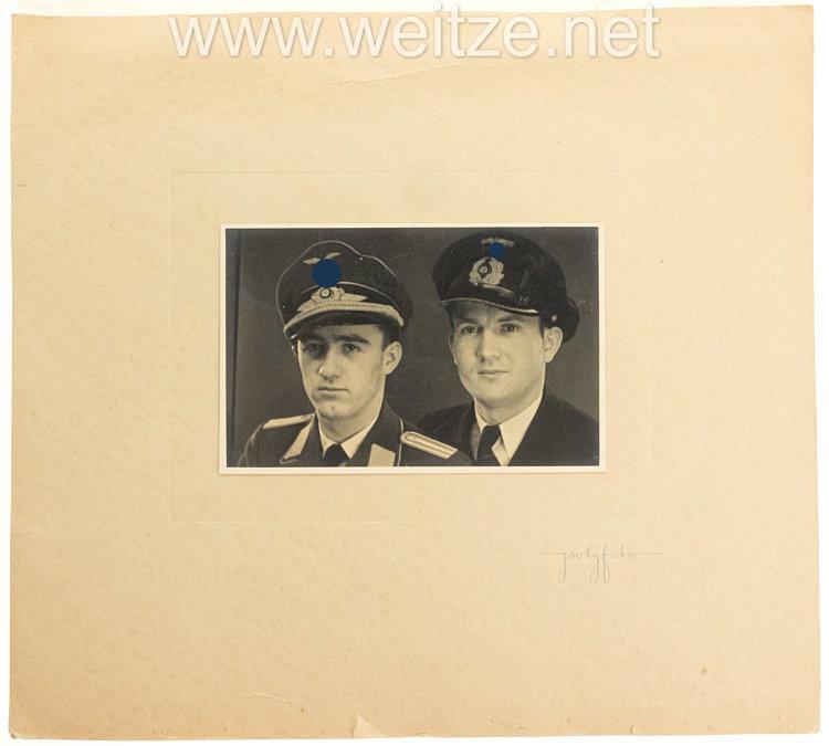 Luftwaffe Porträtfoto eines Leutnants und einem Angehörigen der Kriegsmarine
