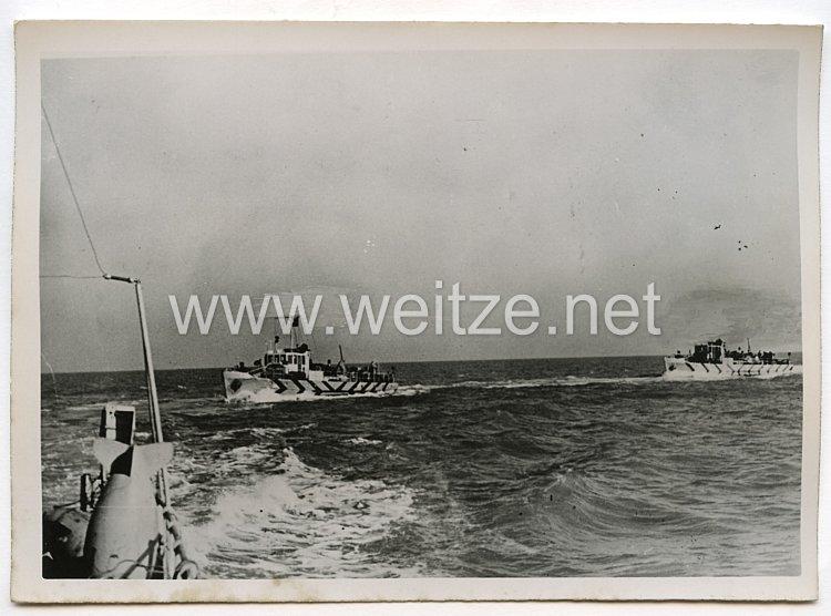 Kriegsmarine Pressefoto: Minenräumboot Tag und Nacht im Einsatz