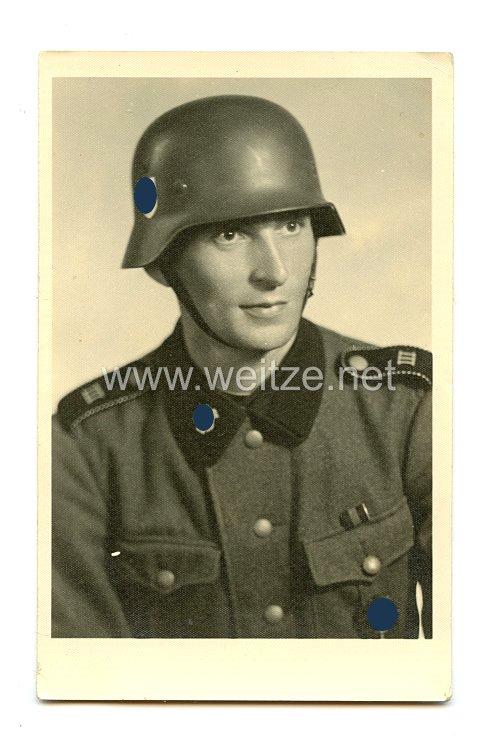 "Waffen-SS Portraitfoto, SS-Mann im 3. Totenkopf-Regiment der SS-Division ""Totenkopf"""