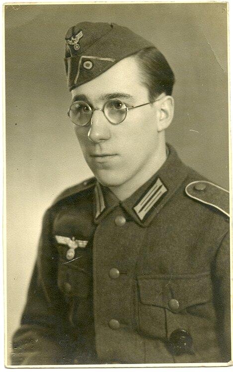 Portraitfoto, Angehöriger der Infanterie mit Schiffchen