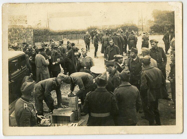 Wehrmacht Foto, Essen für Gefangene Französische Soldaten