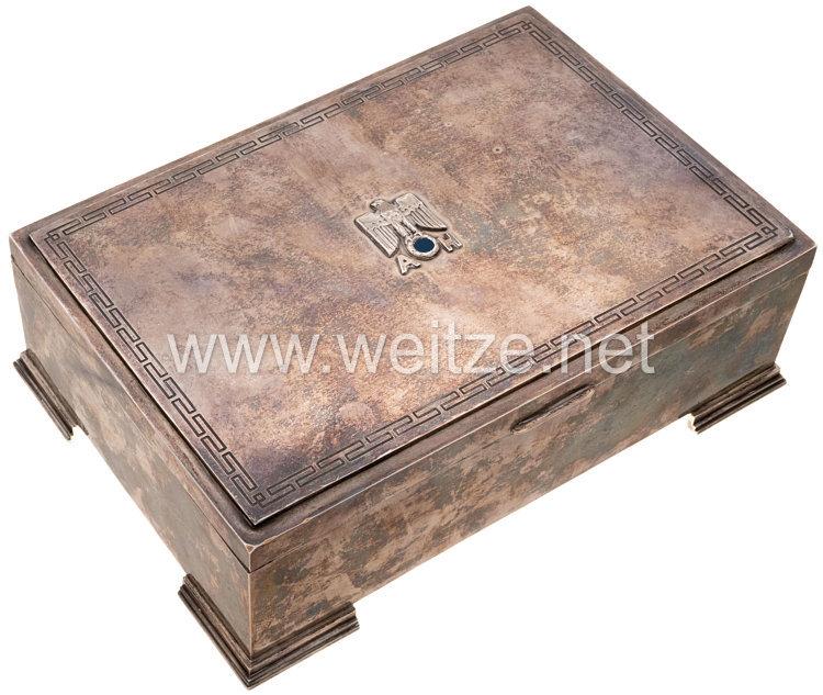 III. Reich Adolf Hitler: silberne Zigarrendose aus dem Tafelsilber der Neuen Reichskanzlei, Berlin