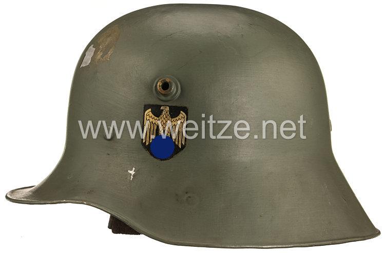 Wehrmacht Paradestahlhelm M 16 mit 2 Emblemen