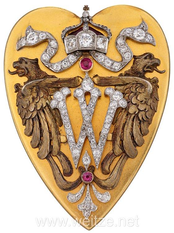 Kaiser Wilhelm II. : Goldene Herzförmige Auflage mit Brillanten für eine Gechenkdose anlässlich der Taufe des jüngsten Sohnes seines Bruders Prinz Heinrich von Preußen