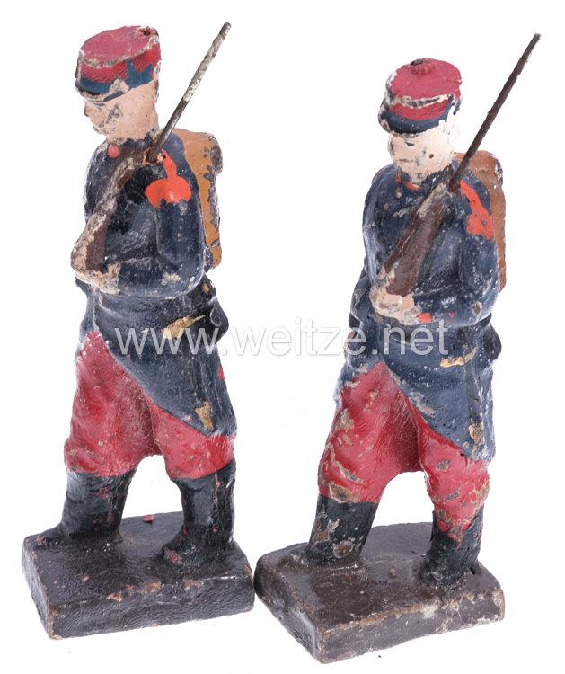 1. Weltkrieg Frankreich 2 Soldaten in blauer Uniform mit Tornister marschierend