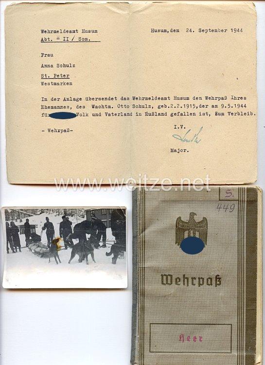 Wehrpaß für einen späteren Wachtmeister u.a. in einer Hundestaffel mit verliehener Denkmünze für Verdienste um das Deutsche Hundewesen, der 1944 in Rußland gefallen ist.