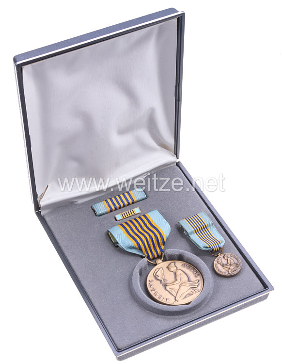 USA - Air Force Airmans Medal in Case with Miniature, Lapel Pin and Ribbon Bar