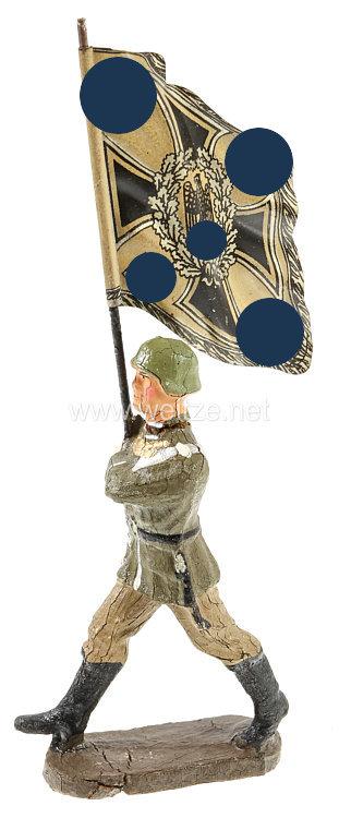Elastolin - Heer Fahnenträger Infanterie im neuen Schritt marschierend
