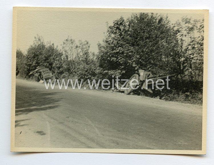 Wehrmacht Heer Foto, Feldartillerie im Graben