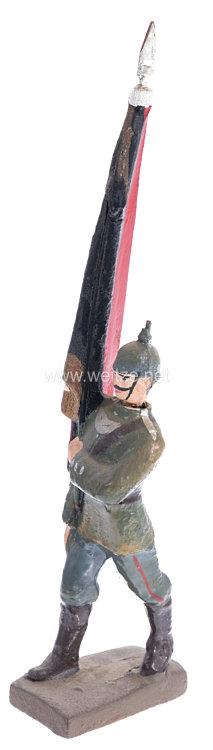 Lineol - 1. Weltkrieg Fahnenträger in feldgrauer Uniform marschierend