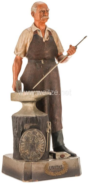 Deutsches Reich 1871 - 1918 Tischdekoration Statuette Bismarcks als Schmied des Deutschen Reiches
