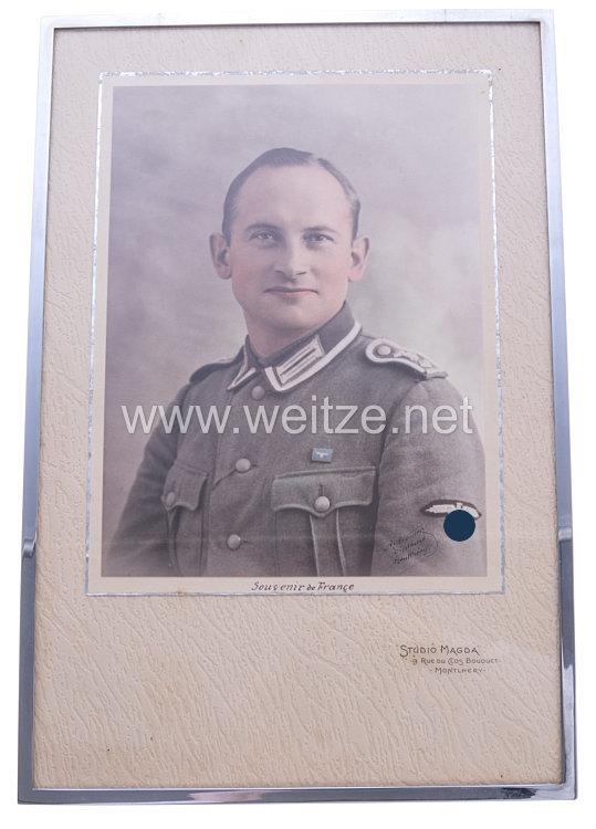 Portraitfoto eines Oberfeldwebels einer SS Polizeidivision in Frankreich