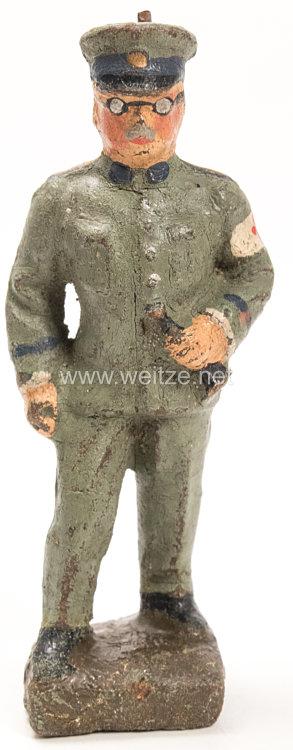 Lineol - Heer Stabsarzt in feldgrauer Uniform stehend
