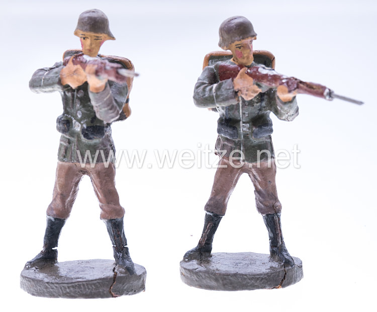 Elastolin - Heer 2 Soldaten mit Tornister stehend schießend