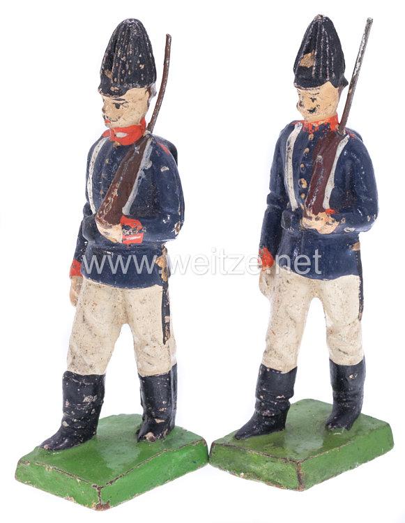 1. Weltkrieg Preussen 2 Soldaten in blauer Uniform marschierend mit Gewehr