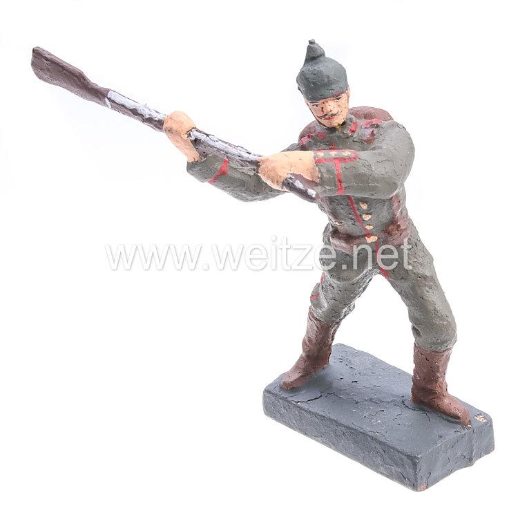Lineol - 1. Weltkrieg Preussen Soldat mit Pickelhaube mit Gewehr schlagend