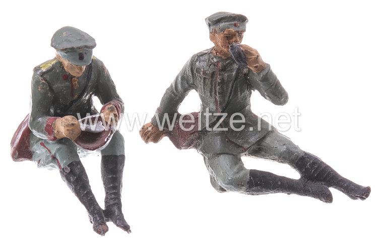Elastolin - Heer Lagerleben - 2 Soldaten mit Schirmmütze sitzend essend und liegend trinkend
