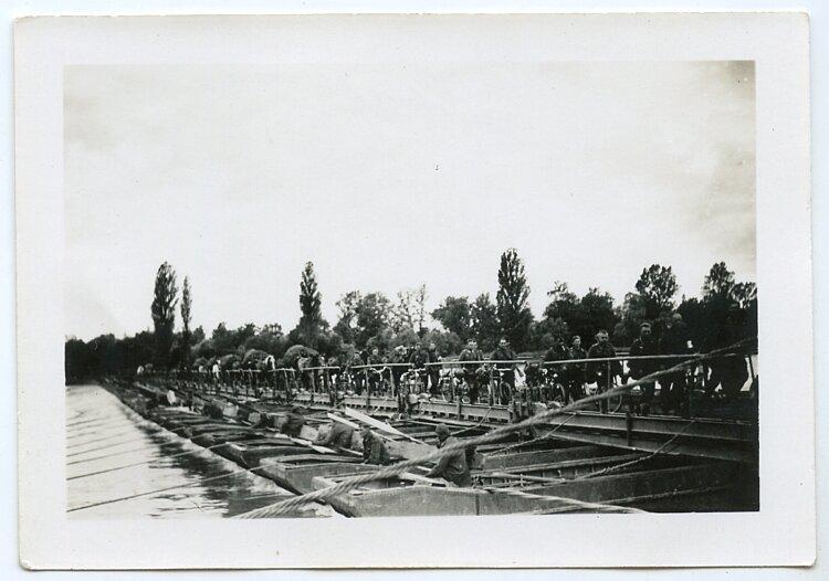 Wehrmacht Foto, Deutsche Pionierbrücke über den Le Havre