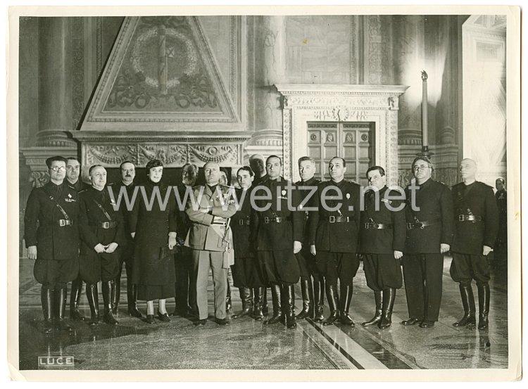 Königreich Italien Pressefoto: Benito Mussolini und die Schwarzhemden Milizia Volontaria per La Sicurezza Nazionale  (MVSN) 1935