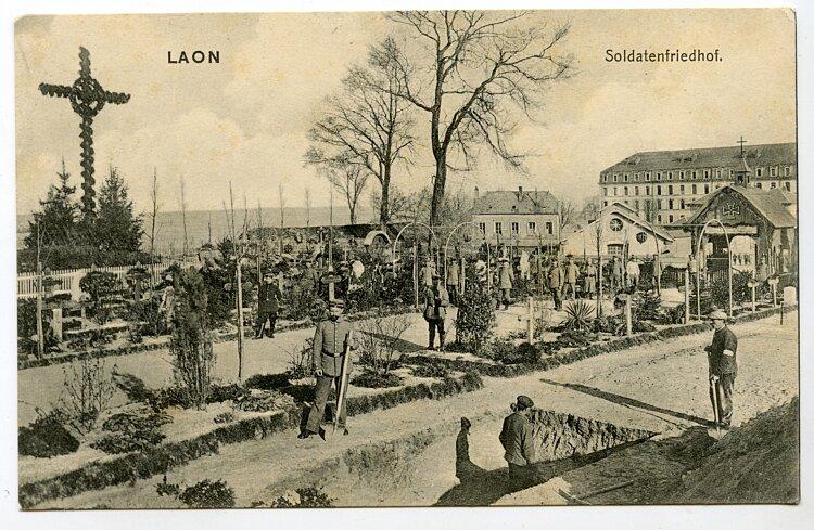 Postkarte Erster Weltkrieg: Soldatenfriedhof in Laon