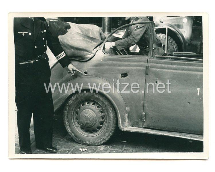 Wehrmacht Pressefoto: Ein Auto erlitt ein Treffer
