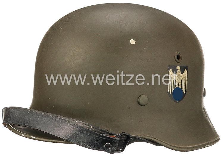 Wehrmacht Paradehelm M 35 mit beiden Emblemen
