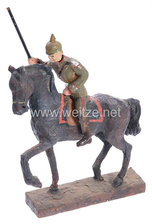 Lineol - 1. Weltkrieg Kavallerist in feldgrauer Uniform mit Lanze auf Schrittpferd